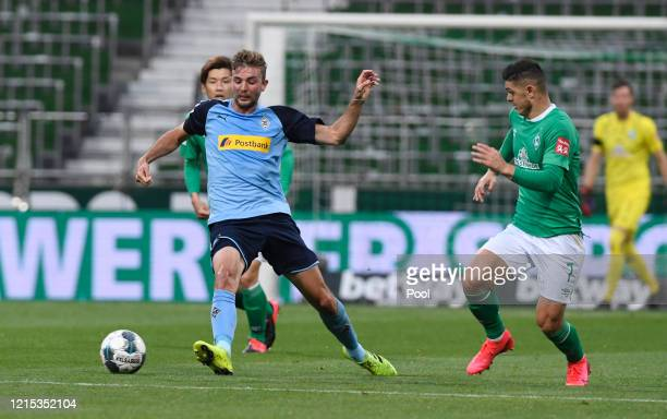Christoph Kramer of Borussia Moenchengladbach battles for possession with Milot Rashica of SV Werder Bremen during the Bundesliga match between SV...