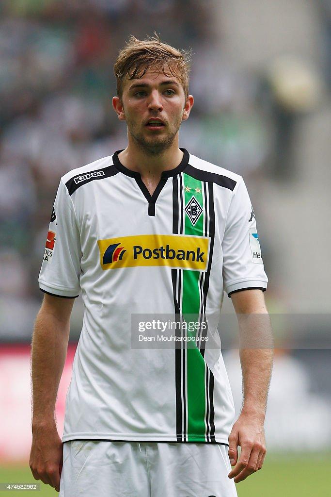 Borussia Moenchengladbach v FC Augsburg - Bundesliga : ニュース写真