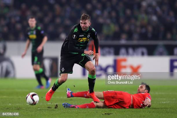 Christoph Kramer of Borussia Moenchengladbach is tackled by Milan Badelj of ACF Fiorentina during the UEFA Europa League Round of 32 first leg match...