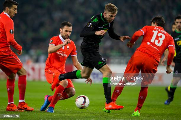 Christoph Kramer of Borussia Moenchengladbach Milan Badelj and Davide Astori of ACF Fiorentina battle for the ball during the UEFA Euro League Match...