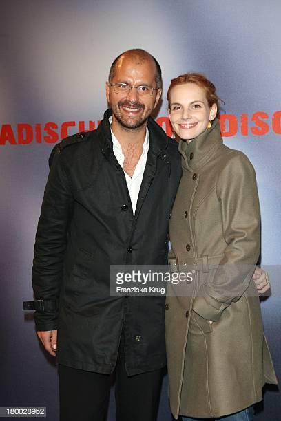 """Christoph Maria Herbst Und Freundin Marie Zielcke Bei Der Premiere Des Ard Films """"Mogadischu"""" Im Sony Center In Berlin ."""