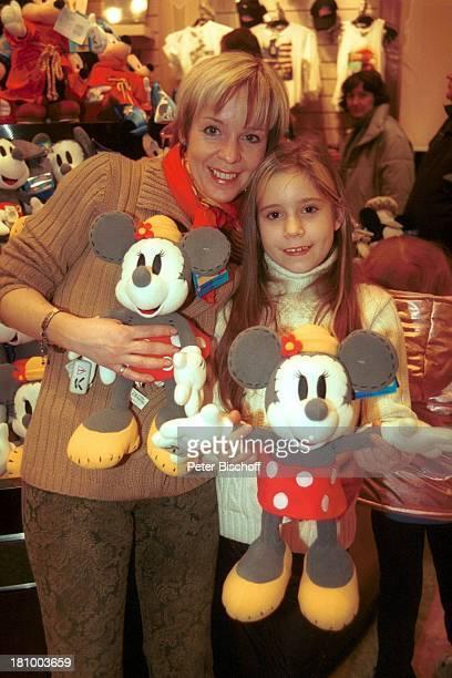 Christoph Schobesberger, Ehefrau Daniela Lohmeyer, Tochter Lea-Maria Schobesberger, Disneyfigur Mickey Mouse, Minnie Mouse, Disneyland Paris, ,...