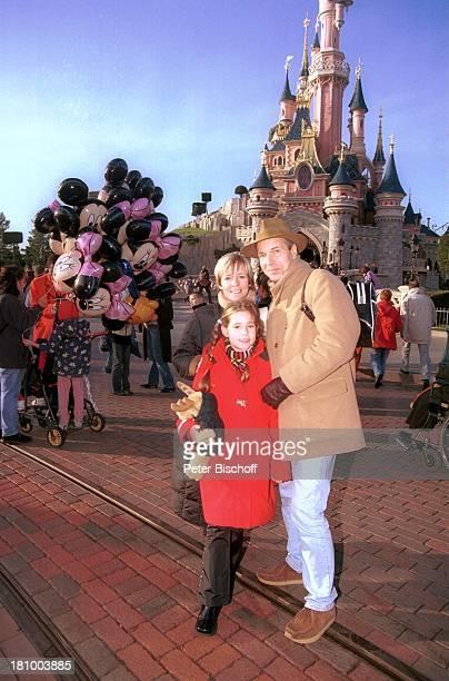 Christoph Schobesberger, Ehefrau Daniela Lohmeyer, Tochter Lea-Maria Schobesberger, Cinderellas Schloss, Disneyland Paris, , Frankreich,...