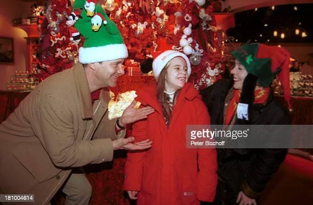 Christoph Schobesberger, Tochter Lea-Maria, Ehefrau Daniela Lohmeyer, Disneyland Paris, Frankreich, Urlaub, Disneyland Park, , Vergnügungspark,...