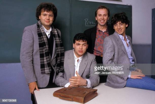 Christophe Bourseiller Laurent Gamelon Fabrice Luchini et Patrick Bruel dans le film 'Profs' le 11 mars 1983 dans une salle de classe à Paris France