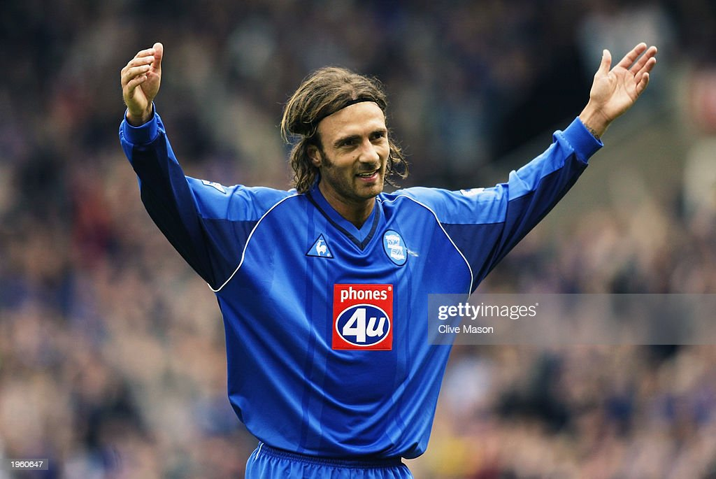 Christophe Dugarry of Birmingham City celebrates scoring the opening goal : News Photo