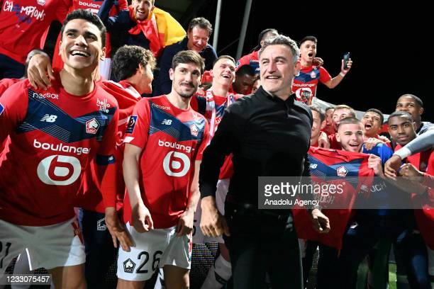 Christophe Galtier , Head coach of Lille and players celebrate after winning the French Ligue soccer match between Angers SCO and Lille at Stade...