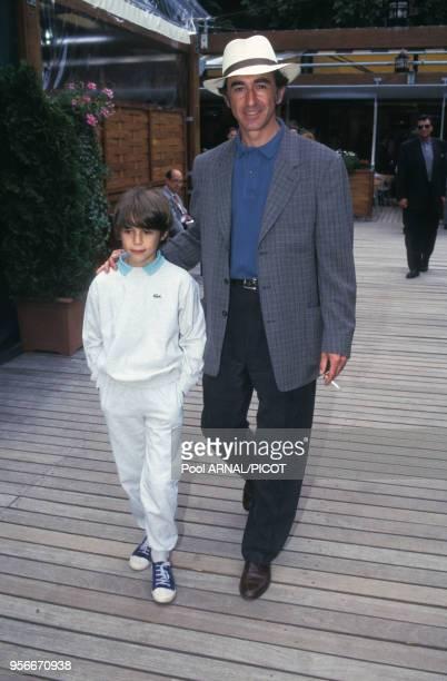 Christophe Malavoy et son fils au tournoi de tennis de Roland Garros en juin 1995 Paris France