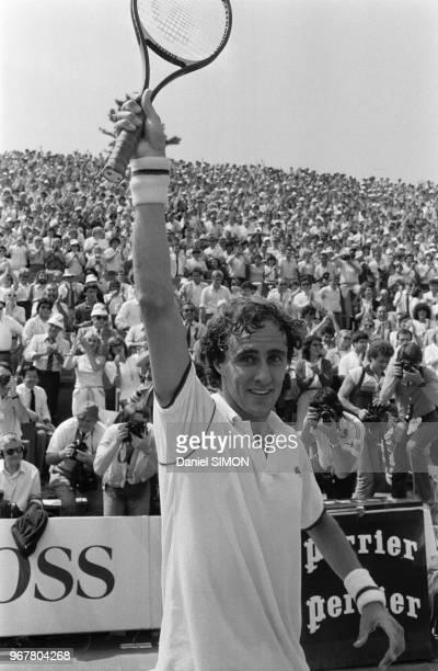 Christophe RogerVasselin gagne son match contre Jimmy Connors au tournoi de RolandGarros le 31 mai 1983 à Paris France