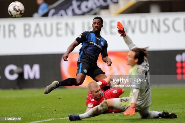 Christopher AbntwiAdjei of Paderborn scorers the thrid goal against Rick van Drongelen and Tom Mickel of Hamburg during the Second Bundesliga match...