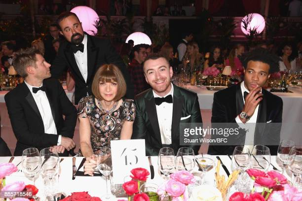 Christopher Bailey Evgeny Lebedev Anna Wintour Sam Smith and Charlie CaselyHayford during The Fashion Awards 2017 in partnership with Swarovski at...