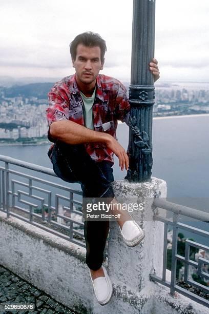 Christopher Buchholz am Rande der Dreharbeiten zur ZDFSerie Das Erbe der Guldenburgs Folge 34 Das fremde Land am in Rio de Janeiro Brasilien