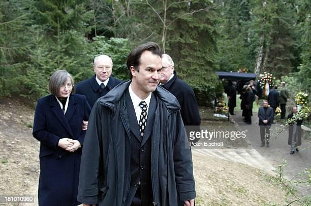 Christopher Buchholz Trauergäste Beerdigung von Horst Buchholz Waldfriedhof Berlin Deutschland Europa