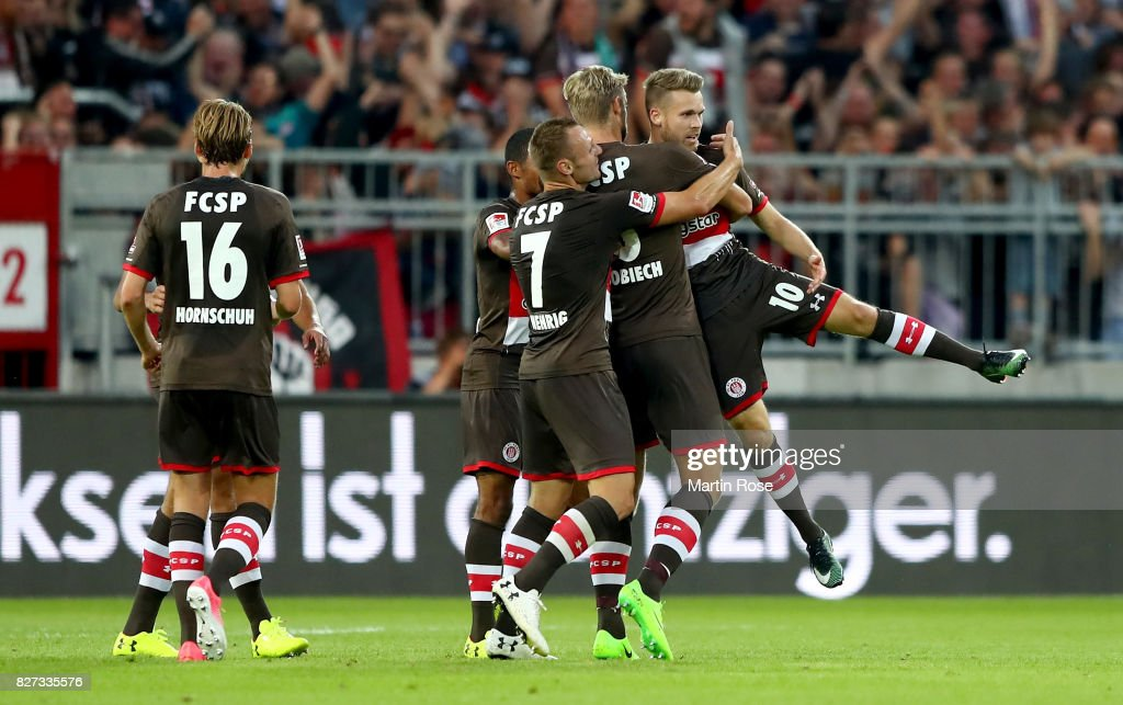 Christopher Buchtmann (R) of St. Pauli celebrate with his team mates afte he scores the opening goal during the Second Bundesliga match between FC St. Pauli and SG Dynamo Dresden at Millerntor Stadium on August 7, 2017 in Hamburg, Germany.