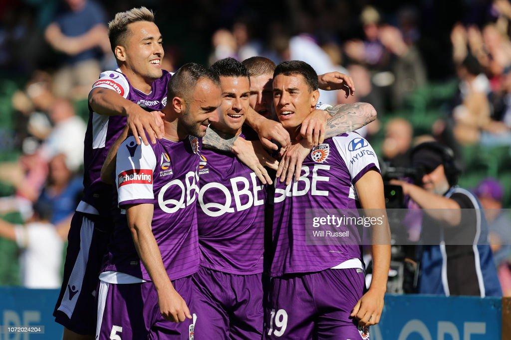 A-League Rd 5 - Perth v Central Coast : News Photo