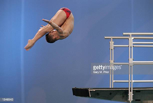 Christopher Kalec of Canada performs in the Men's 10m Platform SemoFinal during the Sydney 2000 Olympic Games on September 292000 at the Sydney...