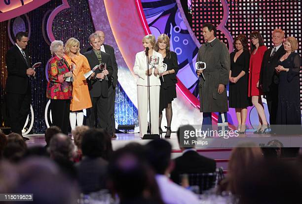 Christopher Knight Ann B Davis Maureen McCormick Mike Lookinland Lloyd J Schwartz Florence Henderson Susan Olsen and Barry Williams winners Pop...