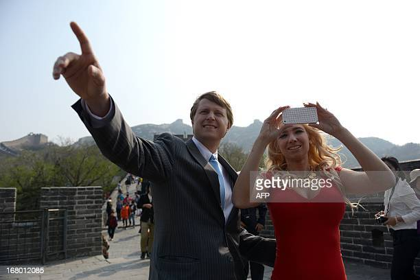 Christopher Nixon Cox the grandson of former US president Richard Nixon gestures next to his wife Andrea Catsimatidis during a visit at the Great...