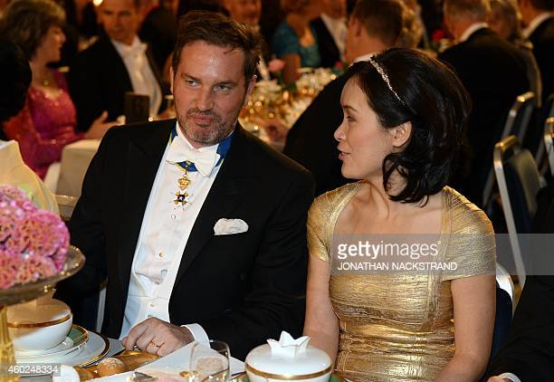 Christopher ONeill husband of Princess Madeleine of Sweden talks with Na Ji spouse of the 2014 Nobel chemistry laureate Eric Betzig during the Nobel...