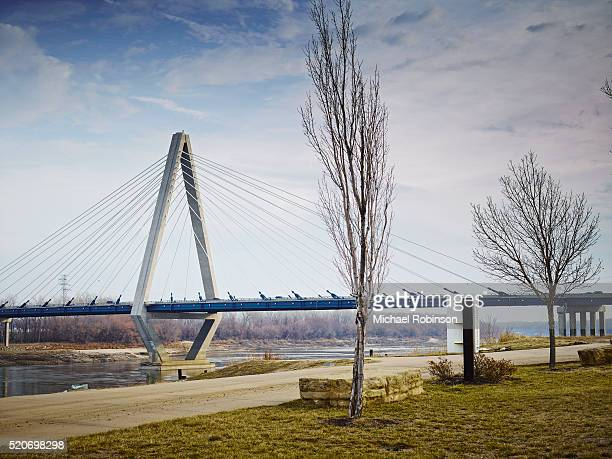 christopher s bond bridge, kansas city, missouri - kansas city kansas stock pictures, royalty-free photos & images
