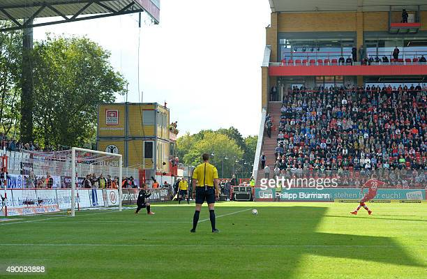 Christopher Trimmel of 1 FC Union Berlin shoots the penalty against Michael Ratajczak of MSV Duisburg during the game between Union Berlin and MSV...