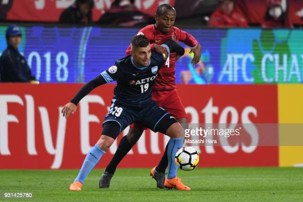 Christopher Zuvela of Sydney FC and Leo Silva of Kashima Antlers compete for the ball during the AFC Champions League Group H match between Kashima...