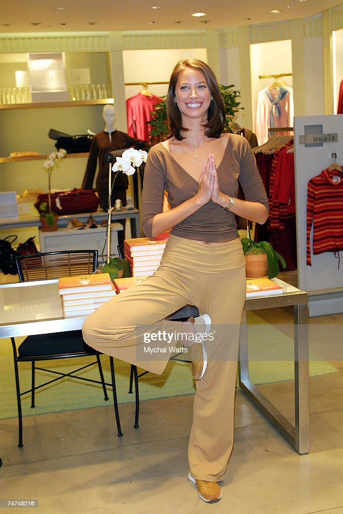 Christy Turlington At The Henri Bendel S In New York New York News Photo Getty Images