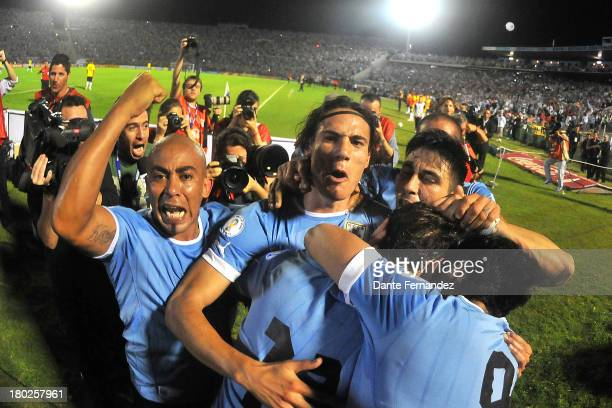 Chrithian Stuani of Uruguay celebrates his first goal with his teammates during a match between Uruguay and Colombia match aas part of the 16th round...
