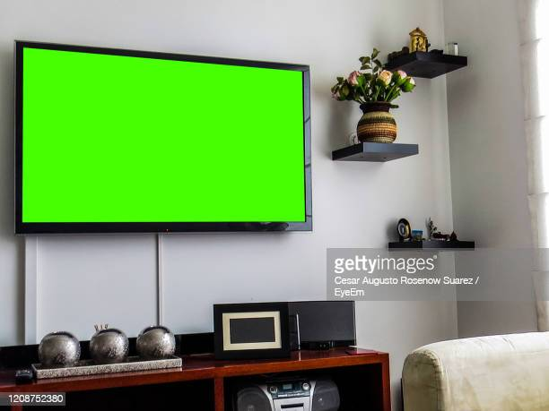 21 Living Room Tv Green Screen Photos And Premium High Res Pictures Getty Images