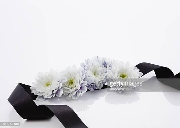 Chrysanthemum flower arrangement (mourning image)