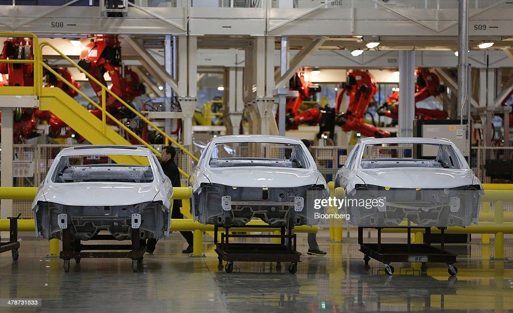Chrysler Group CEO Sergio Marchionne Visits Assembly Plant After - Chrysler shop