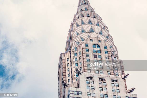 chrysler building against blue sky - continente americano foto e immagini stock