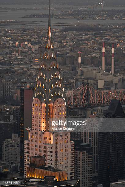 chrysler building in the evening. - merten snijders stock-fotos und bilder