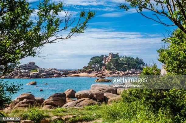 château de costaérès cote de granit rose - bretagne photos et images de collection