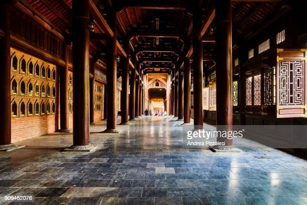 chua bai dinh buddhist pagoda, ninh binh, vietnam - buddismo foto e immagini stock