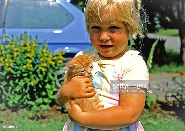 chubby girl with kitten  - 1990~1999年 ストックフォトと画像