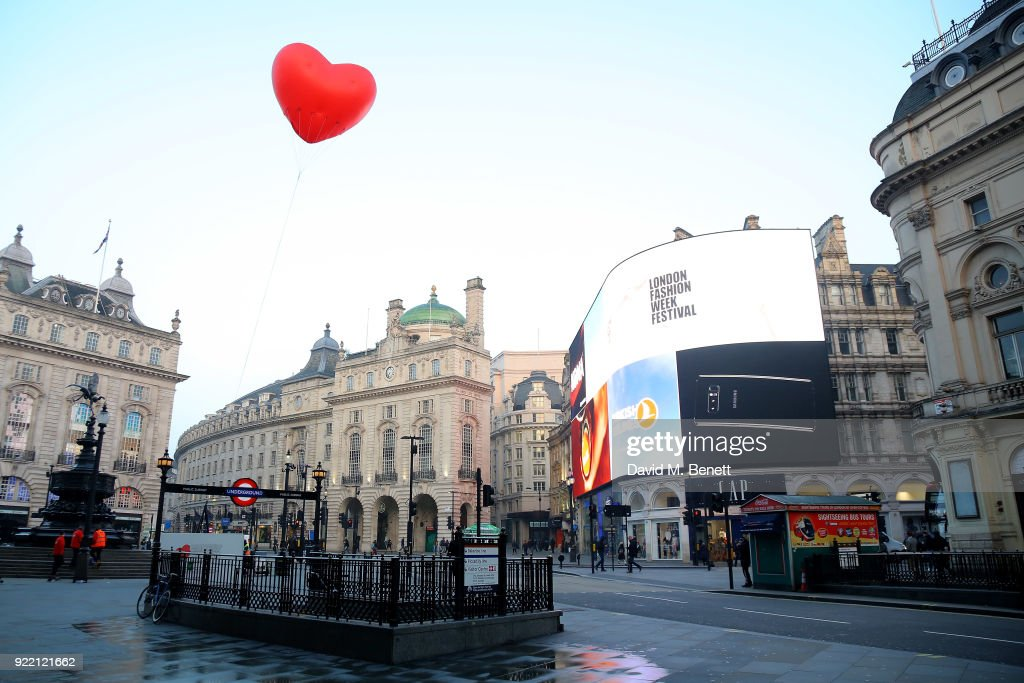 Chubby Hearts Over London : News Photo