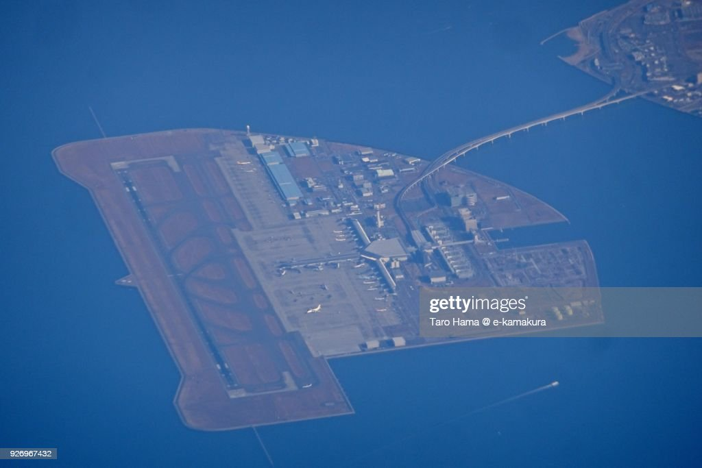 Chubu Centrair International Airport in Tokoname city in Aichi prefecture in Japan daytime aerial view from airplane : ストックフォト