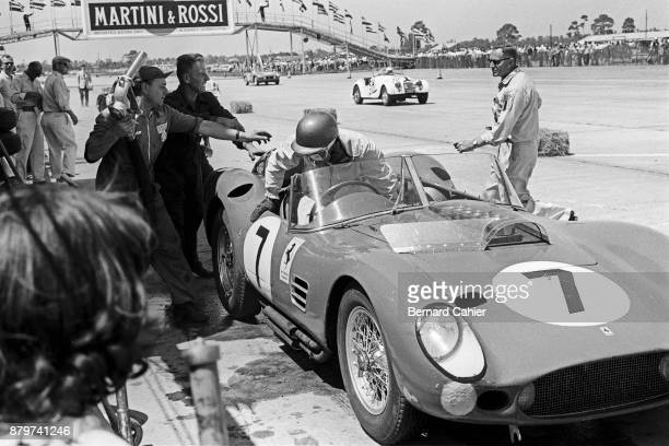 Chuck Daigh Richie Ginther Ferrari 250 Testa Rossa 59/60 12 Hours of Sebring Sebring 26 March 1960 Pit stop and refueling for Richie Ginther's...