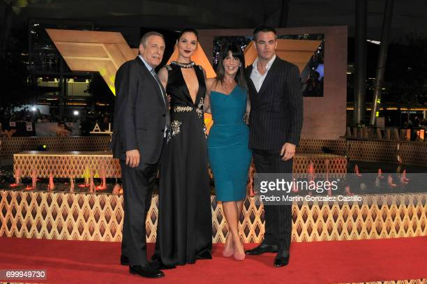 Chuck Roven Gal Gadot Patty Jenkins and Chris Pine pose during the red carpet of 'Wonder Woman' at Parque Premier Toreo on May 27 2017 in Mexico City...