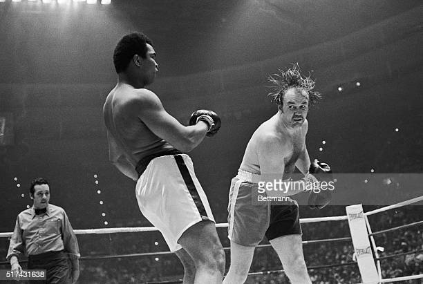 Chuck Wepner takes a wild swing at Muhammad Ali in the second round of their heavyweight title bout 3/24.