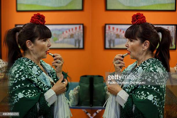 A 'Chulapa' Pmakes up at the 'Association of Rompe y Rasga' premises during the San Isidro festivities before making her way to Pradera de San Isidro...