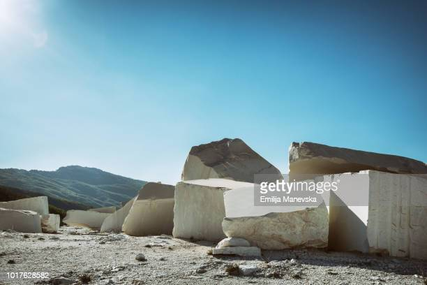 chunks of white marble - 石切場 ストックフォトと画像
