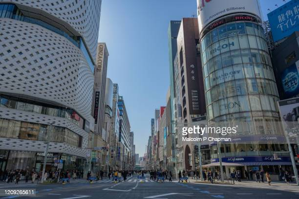 chuo dori, ginza, tokyo - a popular shopping and business street which is a pedestrian area at weekends. - 商業地域 ストックフォトと画像