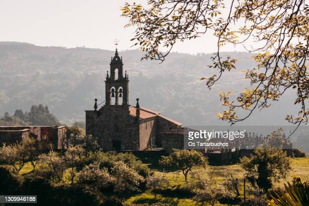 church and cemmitery in galicia - galicia fotografías e imágenes de stock