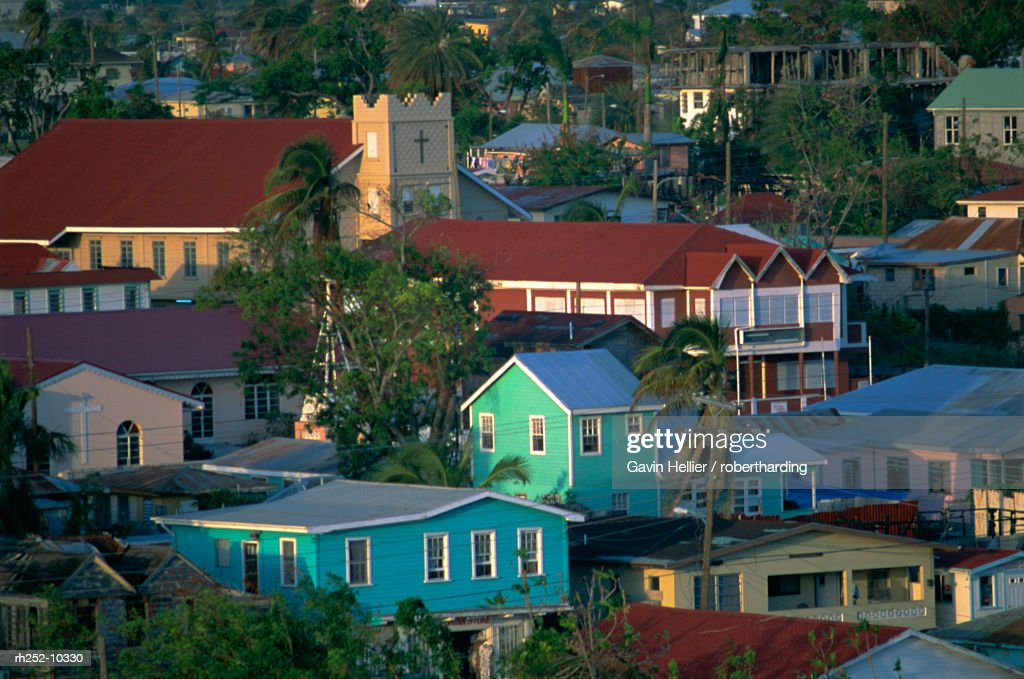 Church and houses, St. Johns, Antigua, Leeward Islands, Caribbean, Central America : Foto de stock