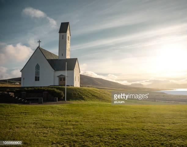 hvalfjordur アイスランドのフィヨルドで教会 - 礼拝堂 ストックフォトと画像