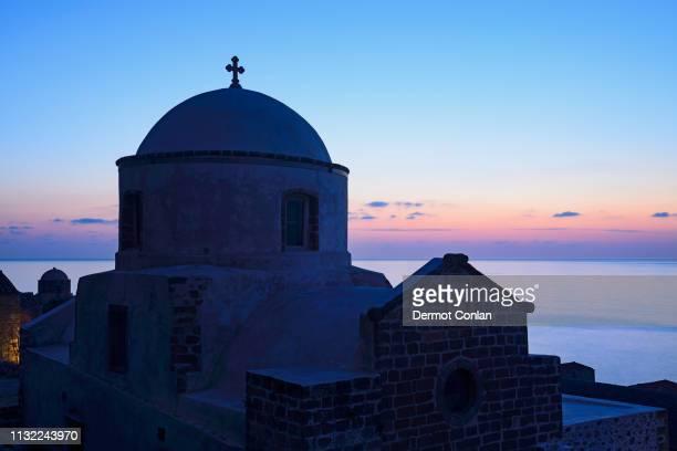 church at sunset in monemvasia, greece - monemvasia - fotografias e filmes do acervo