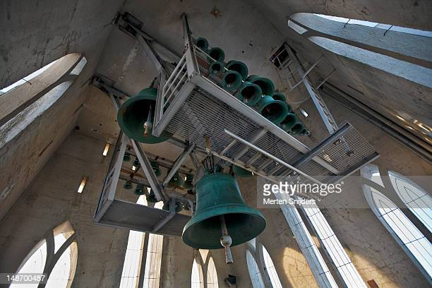 church bells of hallgrims church (hallgrimskirkja). - merten snijders stockfoto's en -beelden