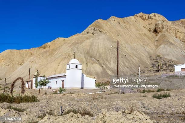 a church between the mountains  in quebrada de humahuaca, jujuy. - cerro de los siete colores foto e immagini stock